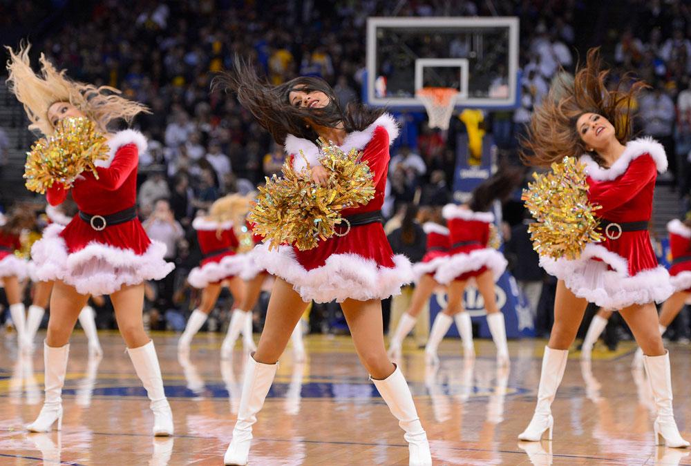 Despliegue de belleza y simpatía por las animadoras de la NBA