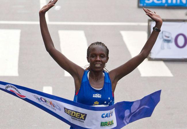Keniatas se apropian de la maratón de San Silvestre en Brasil