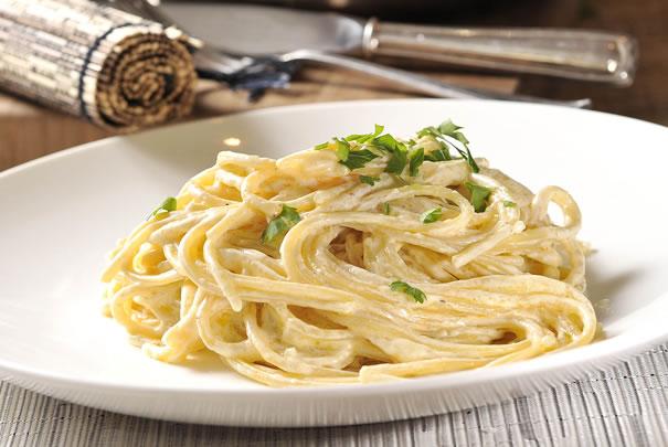 Espaguetis Alfredo