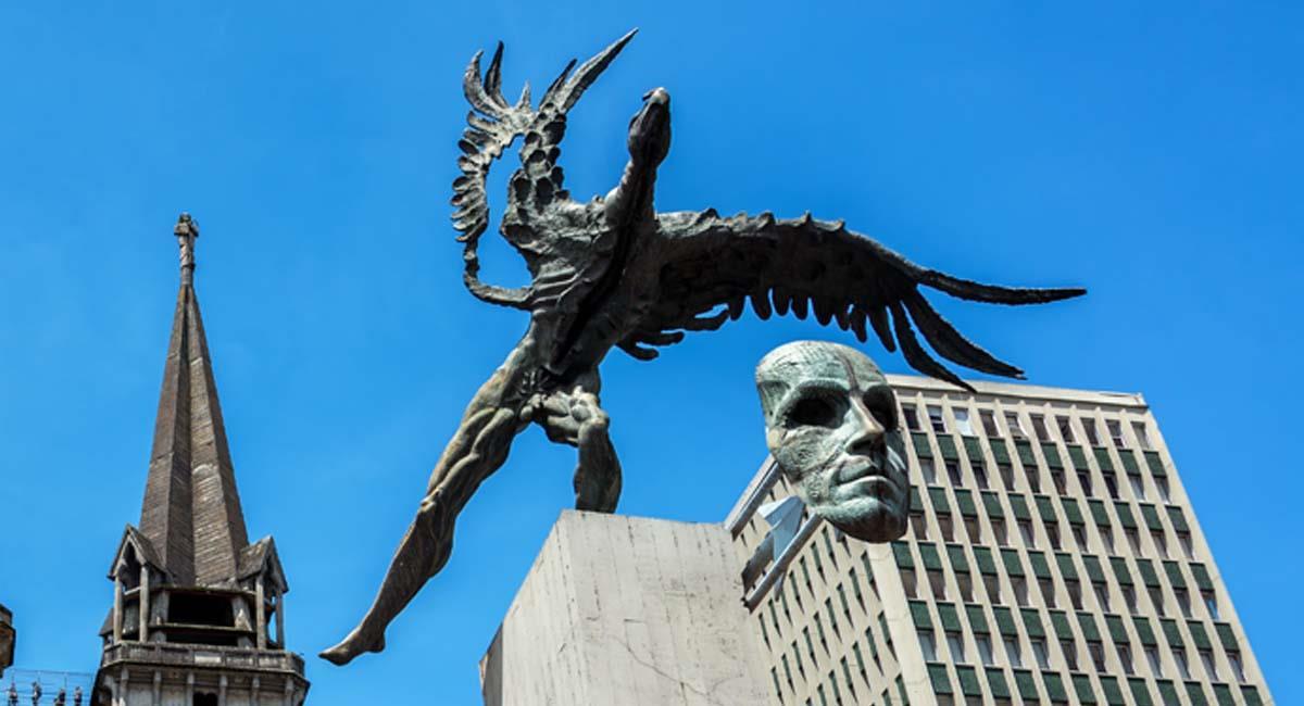 El Monumento de El Bolívar Cóndor está en la Plaza de Bolívar de Manizales. Foto: Shutterstock