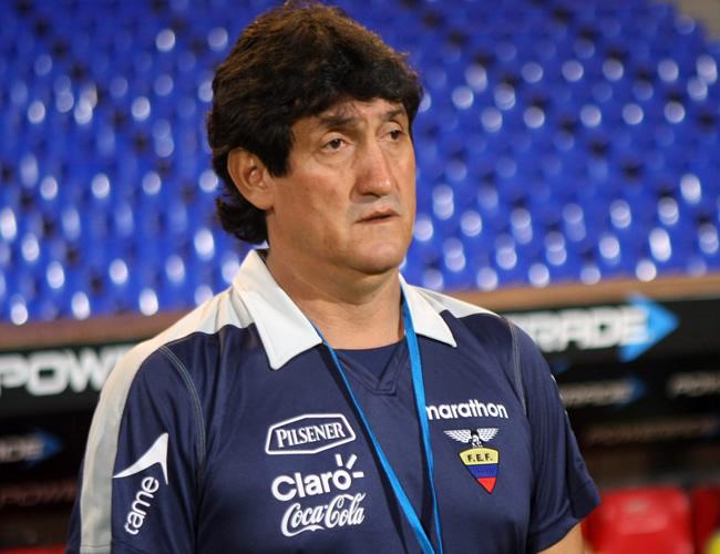 El técnico de Ecuador, Julio Rosero. Foto: EFE