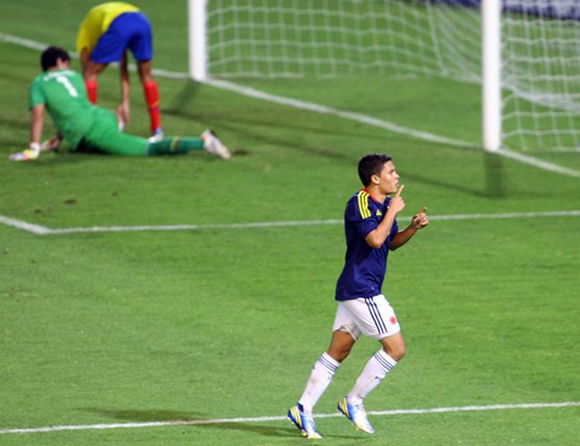 Juan Fernando Quintero, de Colombia, celebra un gol ante Ecuador. Foto: EFE