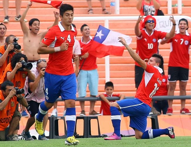 Nicolás Castillo de Chile celebra su gol ante Paraguay. Foto: EFE