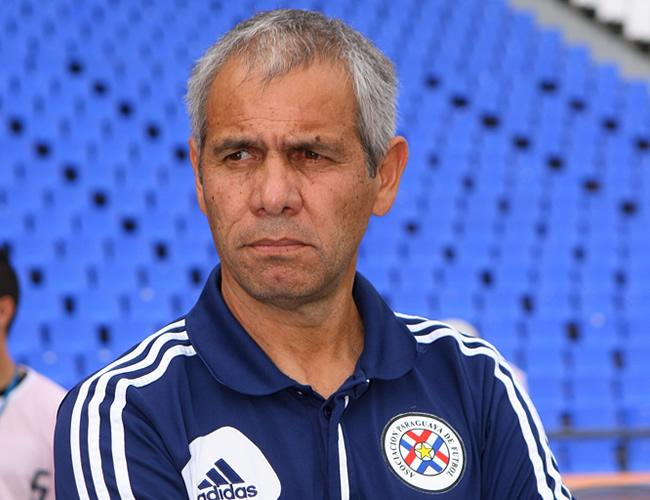El director técnico de Paraguay, Víctor Genes. Foto: EFE