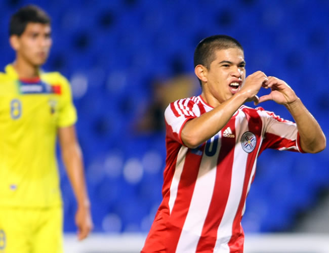 Juan Villamayor de Paraguay celebra el único gol del partido ante Ecuador. Foto: EFE