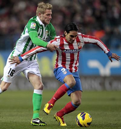 Diego Costa impulsa al Atlético en el regreso de Falcao