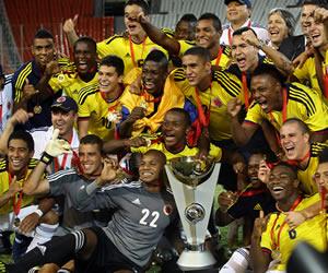 Los jugadores de Colombia celebran el título del Sudamericano Sub-20. EFE