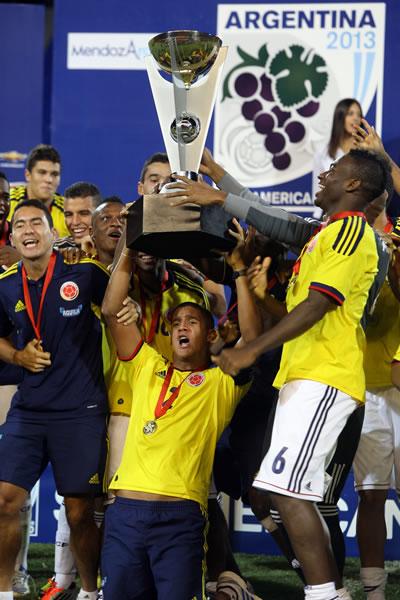 Los jugadores colombianos celebran el título del Sudamericano Sub-20. Foto: EFE
