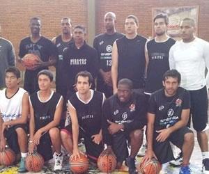 Piratas de Bogotá presenta su equipo en el regreso