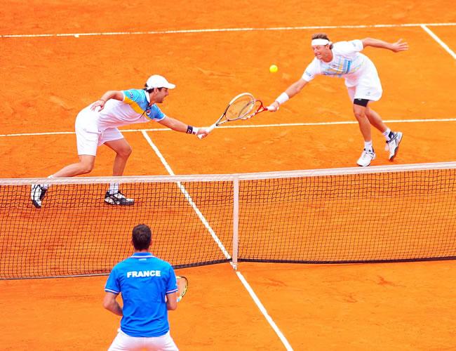 Los tenistas argentinos David Nalbandian (d) y Horacio Zeballos enfrentan a los franceses Julien Benneteau y Michael Llodra. Foto: EFE