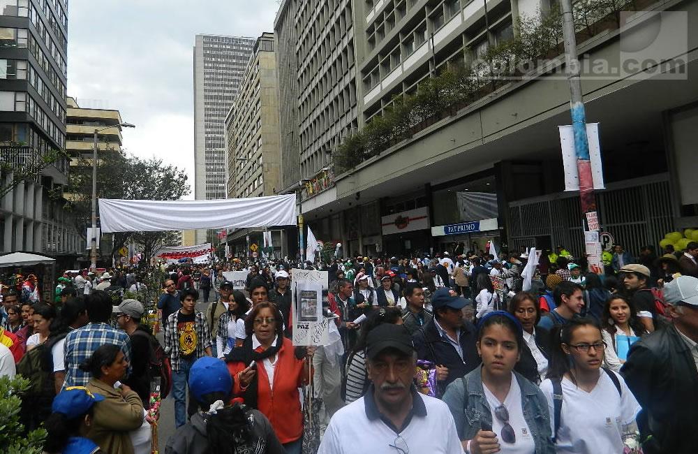 Los colombianos se movilizan por la paz. Foto: Interlatin