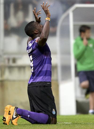 Dos goles de Jackson Martínez acercan al Oporto al liderato