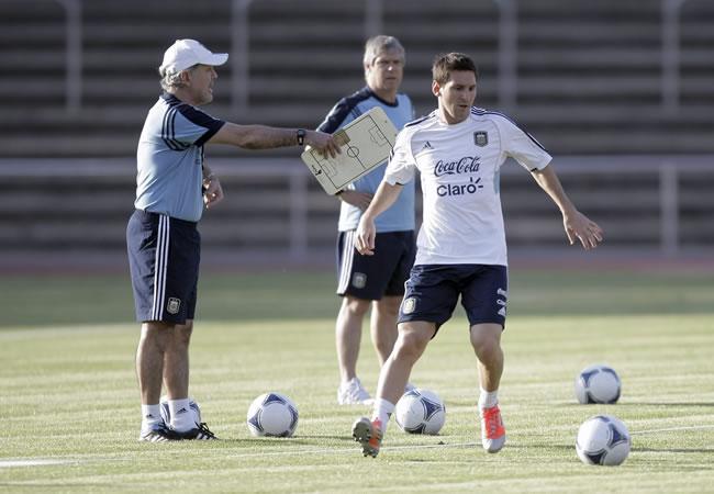 Alejandro Sabella y Leo Messi. Foto: EFE