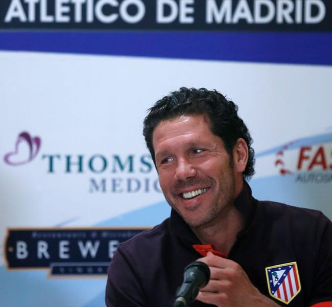 El DT argentino del Atlético de Madrid, Diego Pablo Simeone, ofrece una rueda de prensa en Singapur. Foto: EFE