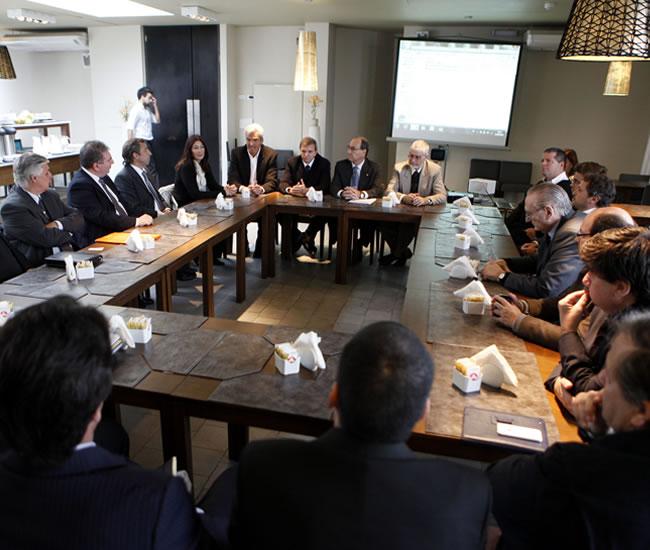 Reunión para apoyar la iniciativa de lanzar la candidatura para albergar el Mundial de fútbol de 2030. Foto: EFE