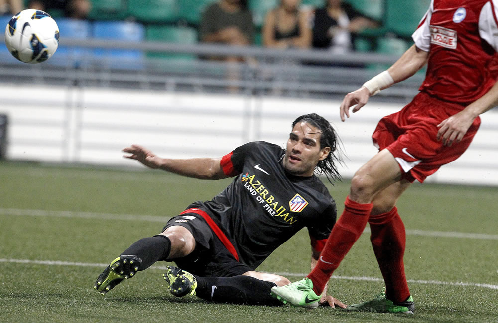 El delantero colombiano del Atlético de Madrid, Radamel Falcao durante el partido amistoso contra una selección de la Liga de Singapur. Foto: EFE