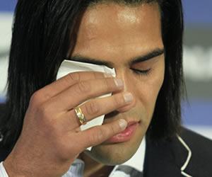 Falcao llora en una despedida del Atlético sin respuestas