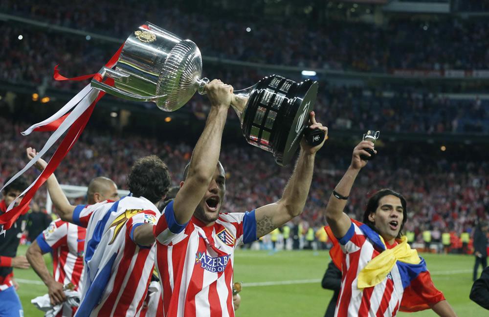 Falcao García (a la derecha) celebra con sus compañeros el título de la Copa del Rey 2013. Foto: EFE