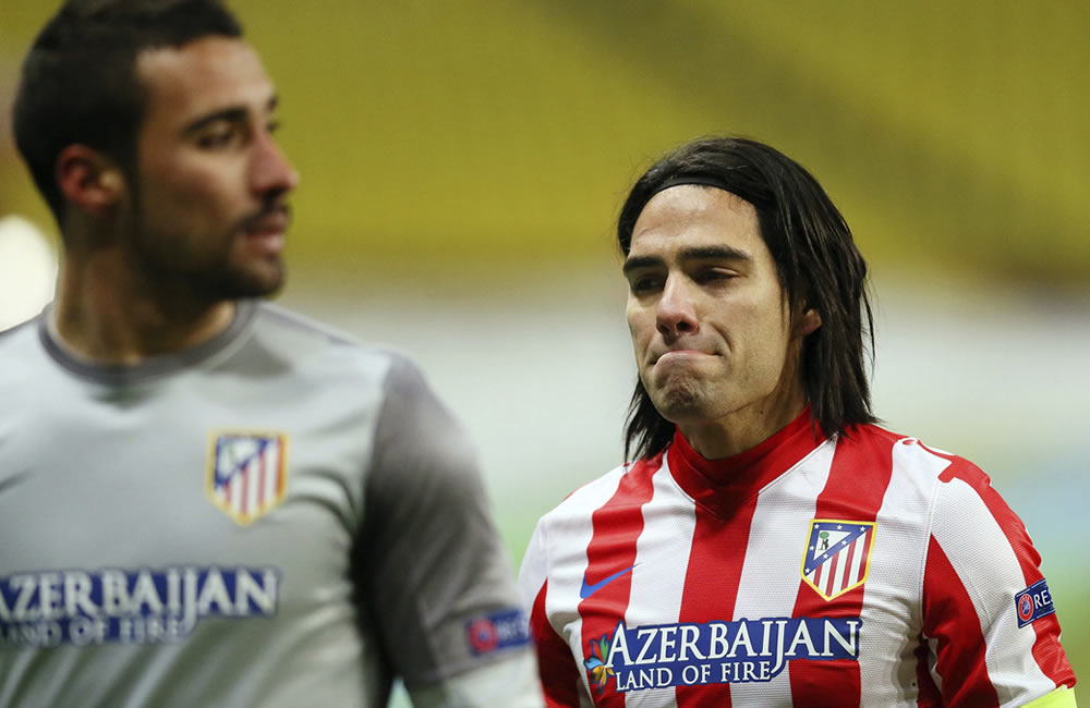 Falcao García lamenta la eliminación del Atlético de Madrid en la Liga Europa 2013. Foto: EFE