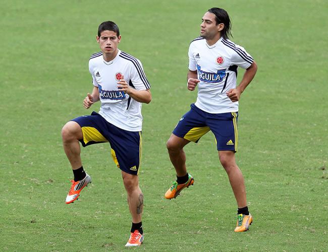 Los jugadores de Colombia James Rodríguez (i) y Falcao García (d) en un entrenamiento. Foto: EFE