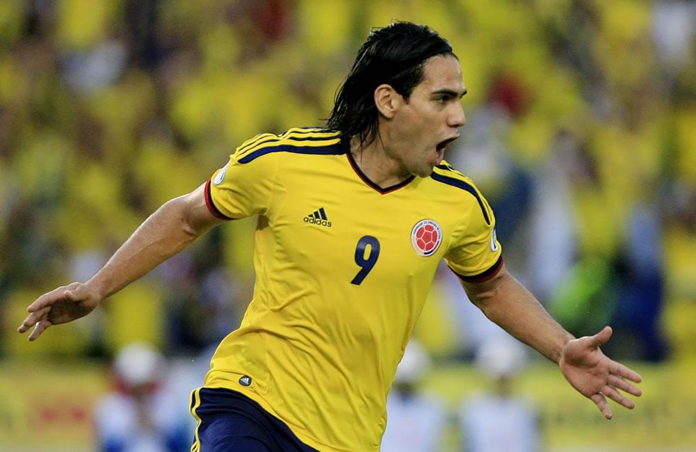 El jugador colombiano Radamel Falcao García celebra un gol ante Perú. Foto: EFE