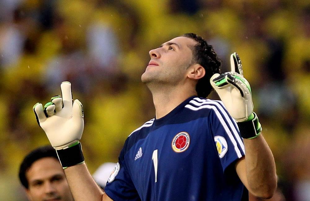 El arquero colombiano David Ospina celebra la victoria de su equipo ante Perú. Foto: EFE