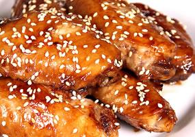 Muslitos de ala con salsa de soya y miel