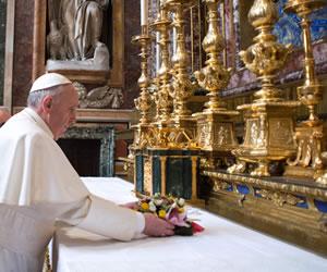 El papa pide esfuerzos para poner fin a la violencia en Siria