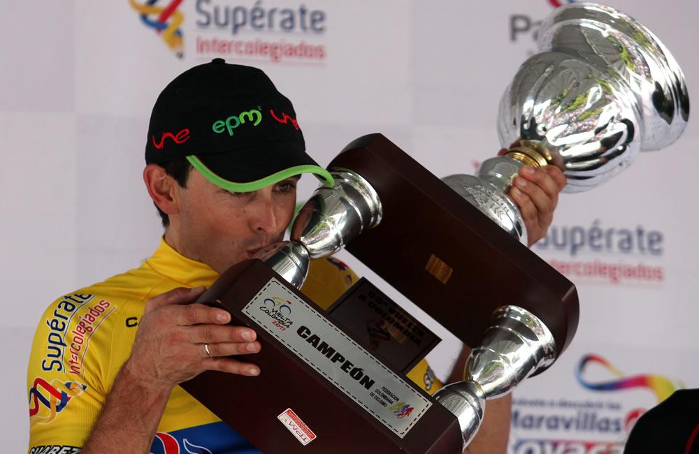 Los ganadores de la Vuelta a Colombia con el campeón Sevilla