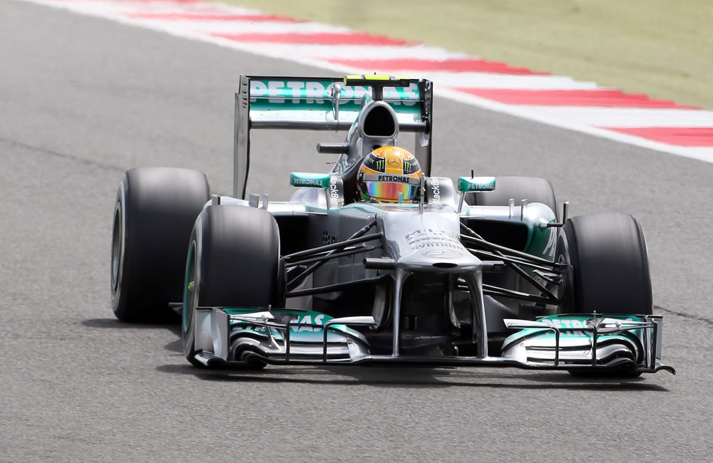 Hamilton logra la 'pole' y Alonso saldrá décimo