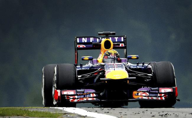 El piloto alemán de la escudería Red Bull Sebastián Vettel, a bordo de su monoplaza en Nurburgring. Foto: EFE