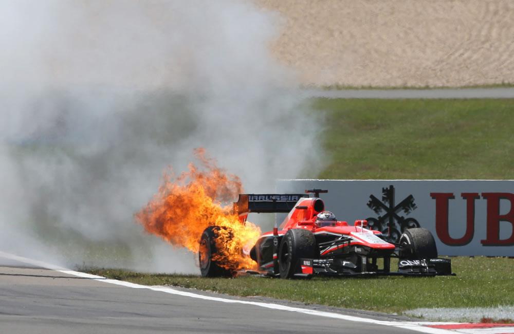 El incendio del vehículo del piloto francés Jules Bianchi ddurante el Gran Premio de Alemania. Foto: EFE