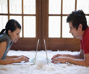Cinco mitos y verdades sobre conseguir pareja vía online
