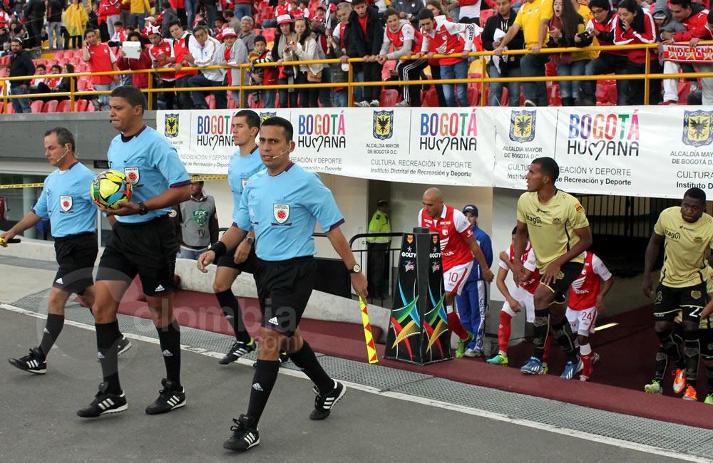 Salida FIFA de los árbitros y los jugadores. Foto: Interlatin