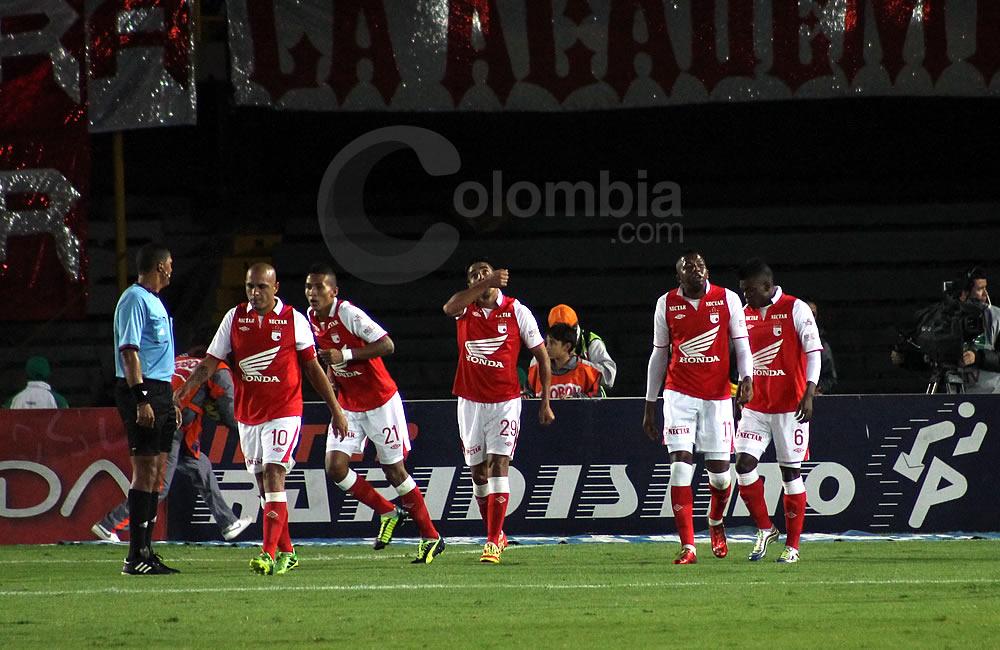 Los jugadores de Independiente Santa Fe celebran el gol del argentino Silvio González (c). Foto: Interlatin