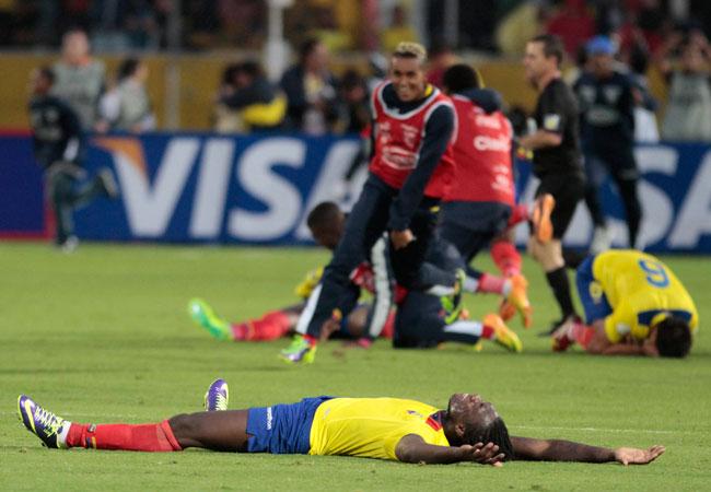 Jugadores de la selección de Ecuador celebran el triunfo ante Uruguay. Foto: EFE