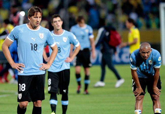 El jugador uruguayo Christian Ricardo Stuani se lamenta al final del partido ante Ecuador. Foto: EFE