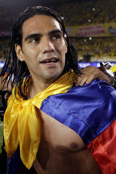 El jugador de Colombia Falcao García celebra tras el empate de 3 goles ante Chile. Foto: EFE