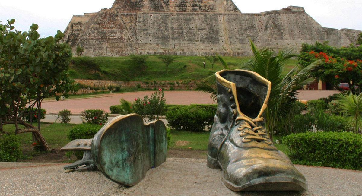 El monumento a los Zapatos Viejos se encuentra detrás del Castillo San Felipe. Foto: Vanessa Reyes - flickr