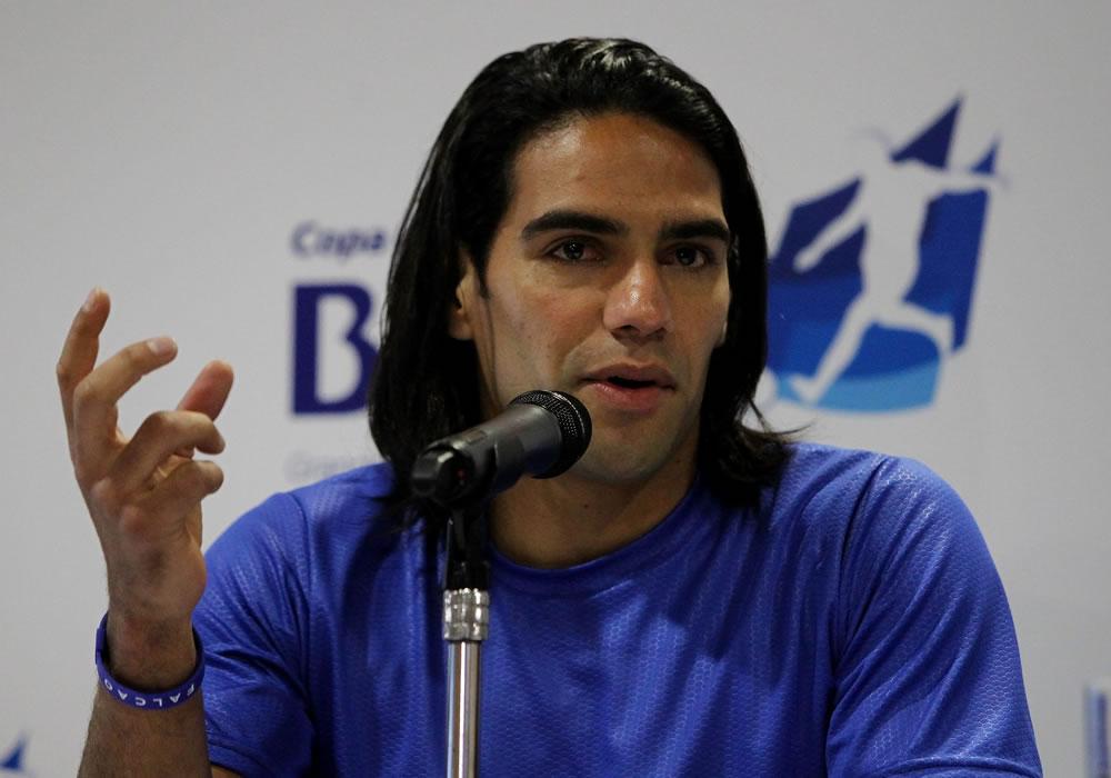 El delantero de la selección colombiana de fútbol Falcao García, en rueda de prensa. Foto: EFE