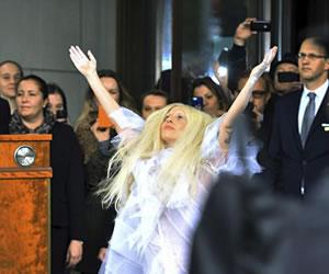 Lady Gaga publica un nuevo disco plagado de referencias al amor y al sexo