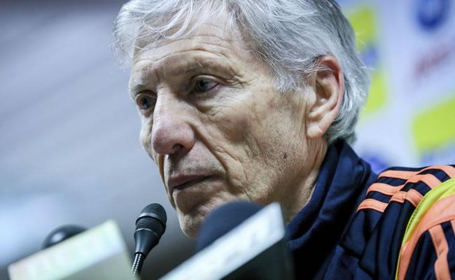 El seleccionador de Colombia, Jose Pekerman, ofrece una rueda de prensa en el estadio King Baudoin de Bruselas (Bélgica). Foto: EFE