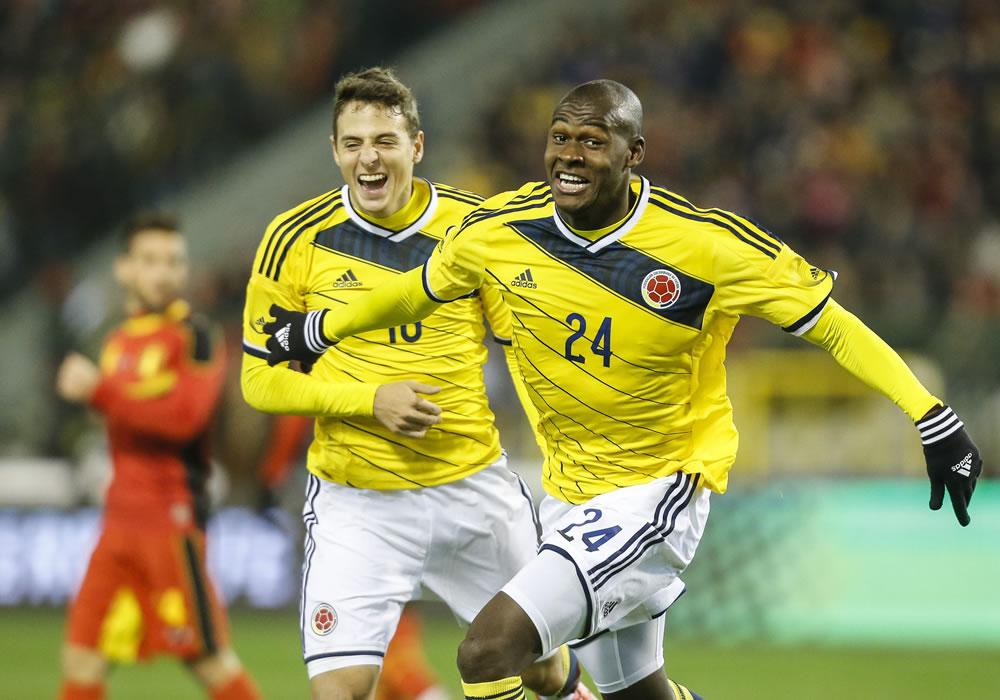 El jugador de Colombia, Victor Ibarbo (d), celebra una anotación. Foto: EFE