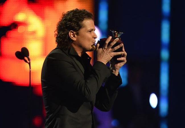 Carlos Vives triunfa en los Grammy Latino
