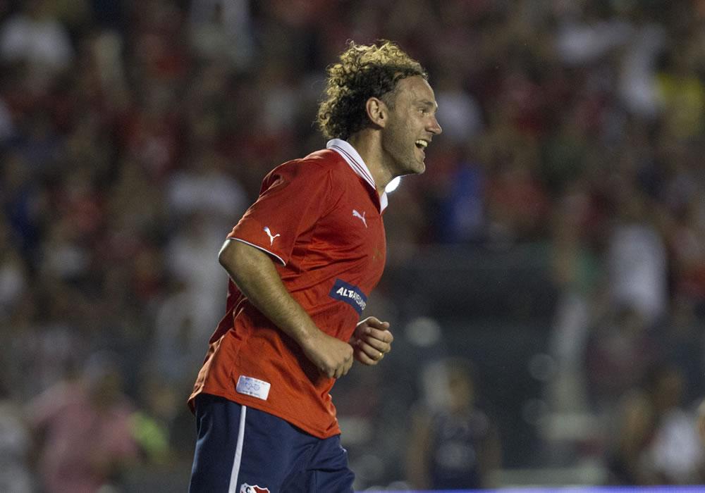Gabriel Milito celebra un gol durante su partido despedida. Foto: EFE
