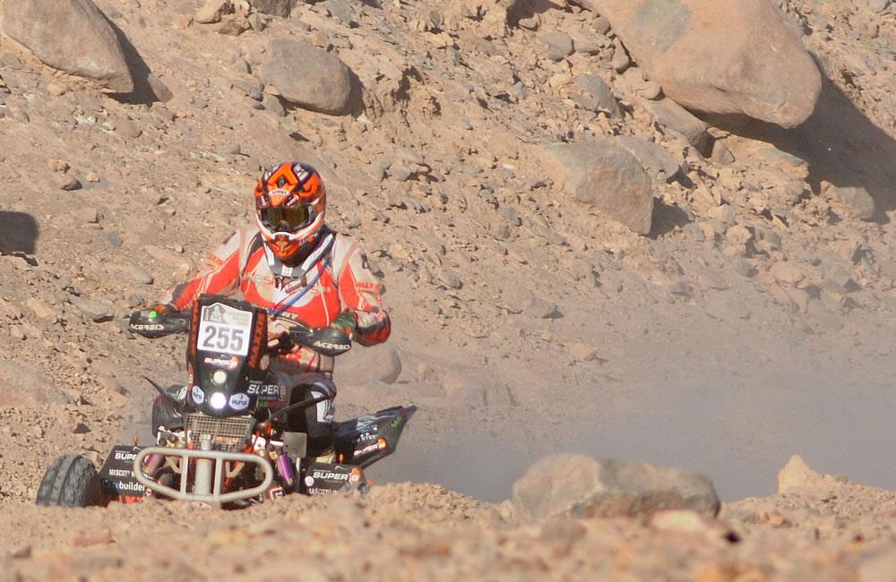 Coma gana la novena etapa del Dakar y sigue líder en motos