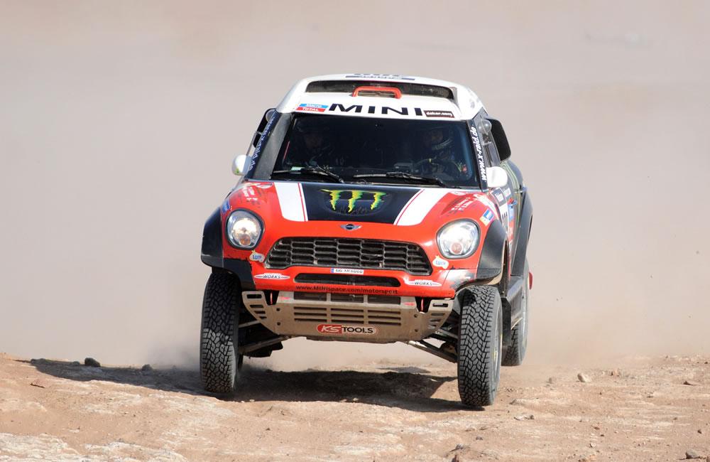 Al Attiyah gana la décima etapa y Peterhansel casi atrapa al líder 'Nani'