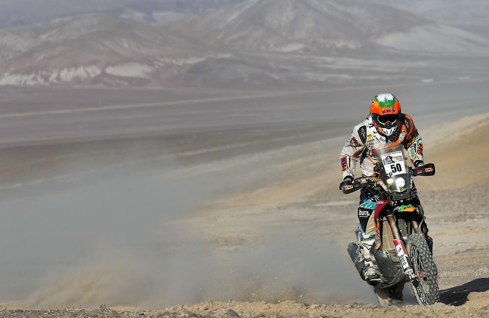 La española Laia Sanz en acción durante la undécima etapa del rally Dakar. Foto: EFE