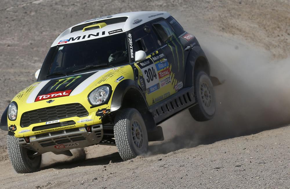 El español Nani Roma en acción durante la undécima etapa del rally Dakar. Foto: EFE