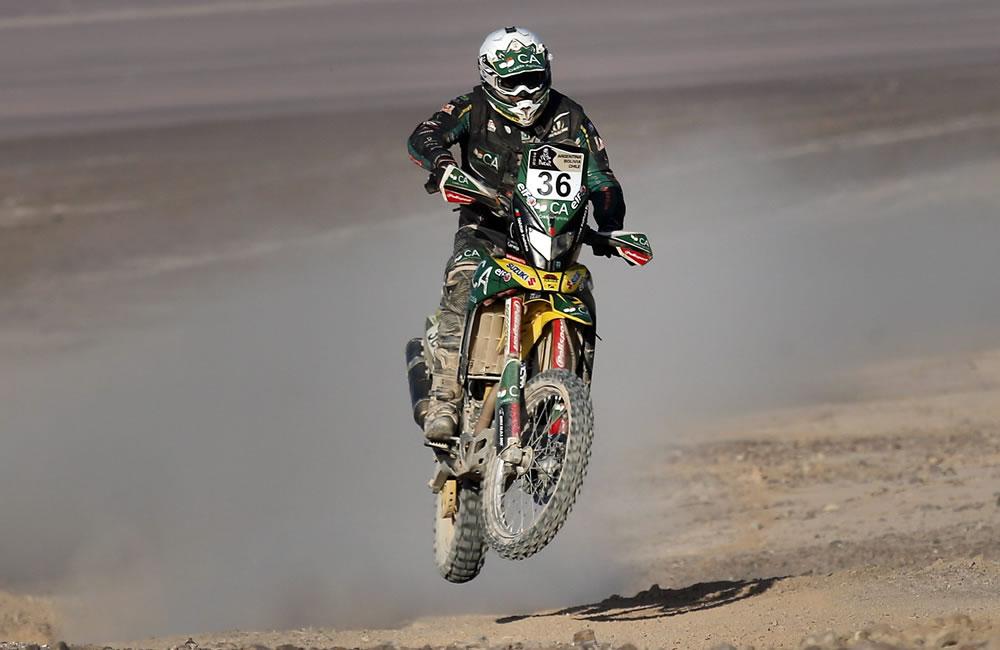 El piloto portugués Mario Patrao en acción durante la undécima etapa del rally. Foto: EFE